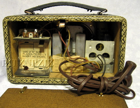 travler,trav-ler tube radio,model 5028A,tubesvalves.com,valve wireless,snakeskin,
