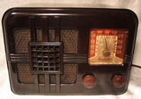 Lovely Allied Knight tube radio in a Bakelite case,